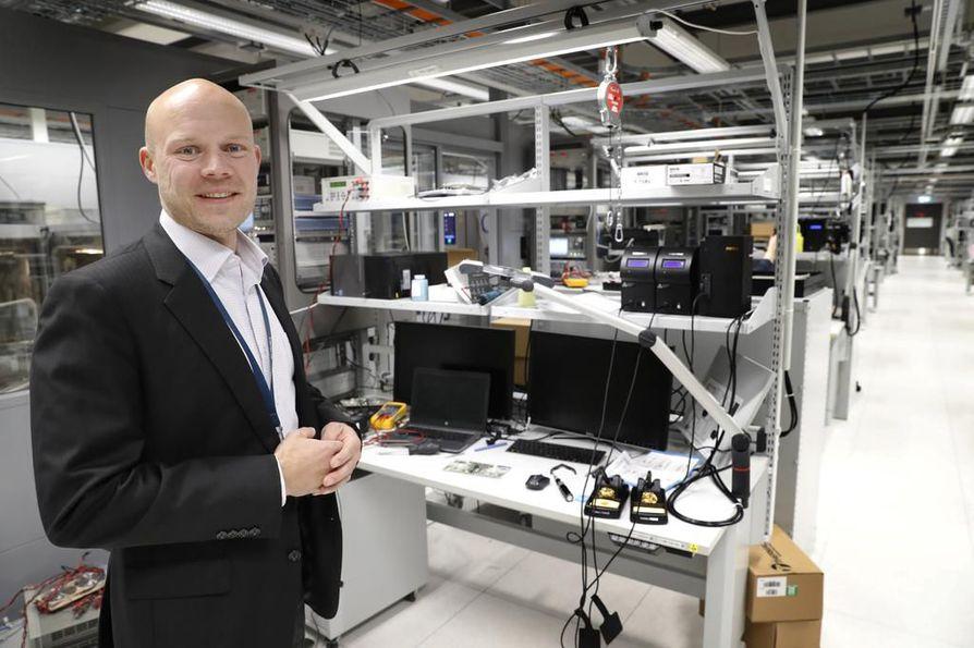 """""""Eläköityvien työntekijöiden tilalle tarvitaan nuoria ja nälkäisiä elektroniikka- ja ohjelmisto-osaajia. Mutta kasvuakin varten olisi tarpeen saada työvoimaa."""" Veikko Lohikoski, Oulun radiotuotekehityksen johtaja"""
