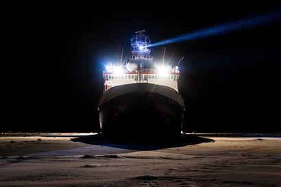 Miltä tuntuu seilata pimeässä jääkarhujen valtakuntaan? Ilkka Matero matkaa kohti pohjoisnapaa – Pian laiva sammuttaa potkurinsa ja jää vuodeksi jäiden vietäväksi