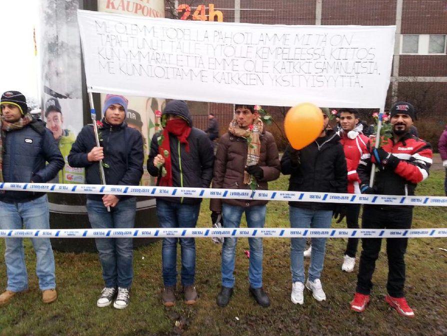Turvapaikanhakijoiden mukana on suomeksi kirjoitettuja viestejä.