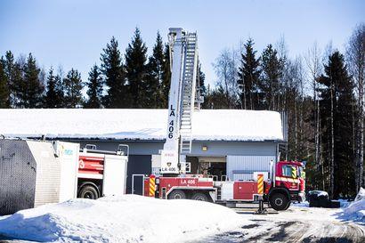 Varastotallissa syttyi palo Rovaniemellä – seitsemän tallin rakennuksessa ollut palo saatiin nopeasti rajattua