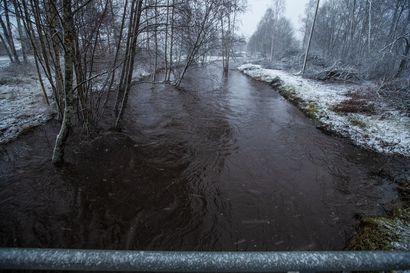 Runsaat sateet nostavat vielä jokien pintaa lauantaina Pohjois-Pohjanmaalla