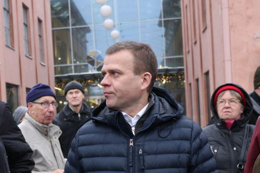 Valtiovarainministeri Petteri Orpo (kok.) Mikkelin torilla lauantaina.
