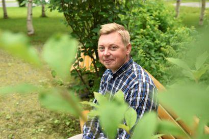 Kentältä kehitystyöhön – vuosia matkailualalla asiakaspalvelussa työskennellyt Turo Murtovaara kehittää nyt Taivalkosken matkailua