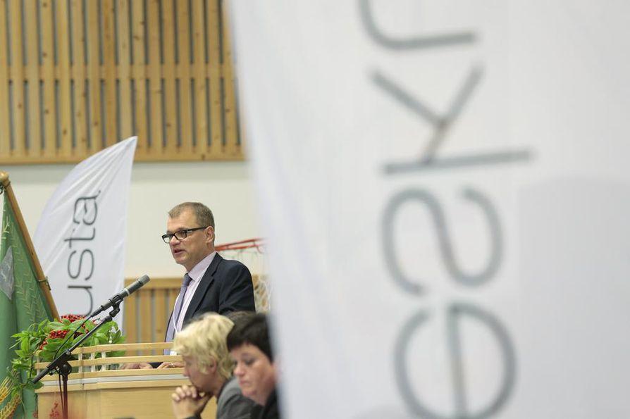 Keskustan puheenjohtaja Juha Sipilä luotsaa puolueen kevään vaaleihin. Arkistokuva.