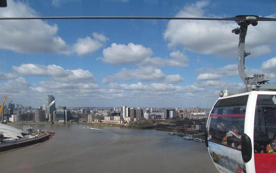 Thames-joen yli Docklandista Greenwichiin vievältä köysiradalta on huikeat näkymät kaupungin yli.