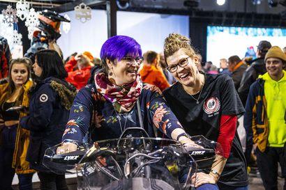 """""""Parhaita ovat pitkät retket"""" – Kelekkamessuille osallistuneet Marika Pallari ja Sanna Peura kannustavat myös naisia kokeilemaan harrastusta"""