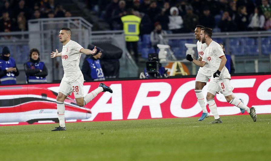 Merih Demiral ohjasi vapaapotkun maalin edestä verkon perukoille. Osuma oli Demiralin Juventus-uran ensimmäinen Serie A -maali.