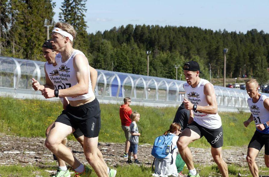 Iivo Niskasen (vas.) tähtäimessä on mitali MM-kisojen parisprintissä Ristomatti Hakolan kanssa.