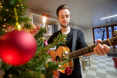 Joulukonsertti suljetuille oville – oululaisessa taloyhtiössä naapureita ei unohdeta poikkeusaikanakaan