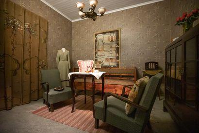 1930-luvun kodissa olohuone oli kodin sydän, radio tarjosi viihdettä ja beesi oli trendiväri–myös ryijyt olivat hittituotteita