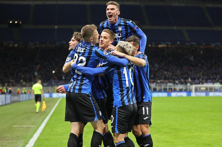 Atalantan pelaajat juhlivat maalia Milanossa 19. helmikuuta. Ottelua pidetään yhtenä syynä siihen, että Bergamossa on niin paljon koronavirustartuntoja.