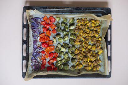 Anna uunin hoitaa hommat – Teriyaki-lohen tai pitaleivän lisukkeet paistuvat samalla pellillä kuin lämmin talvisalaatti