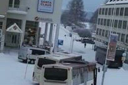 Bussiruuhkaa Rovaniemen Aallonkadulla