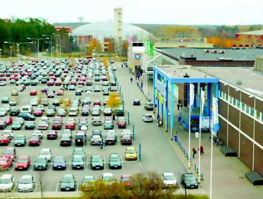 Suomen suurin ruokakauppa . Oulun Raksilasta on kasvanut Suomen suurin ruokakauppa. Yhdessä kolme markettia, Citymarket, Prisma ja Euromarket myyvät päivittäistavaroita enemmän kuin Helsingin keskustan Stockmannin tavaratalo.