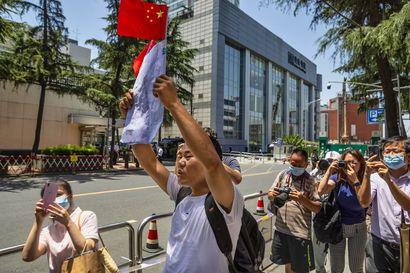 Yhdysvaltojen konsulaatti sulkeutui Chengdussa – lähetystöllä huudettiin isänmaallisia iskulauseita