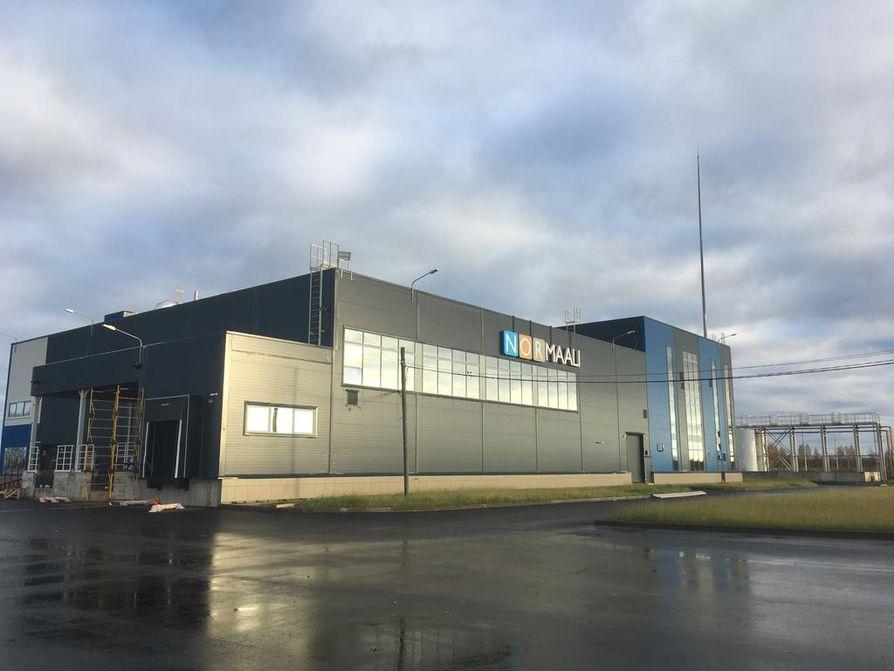 Perheyhtiö Nor-Maalin Venäjän-tehtaalla valmistetaan maaleja ja pinnoitteita Jakutiasta Kiinaan tehtävään 4¿000 kilometrin kaasuputkeen.