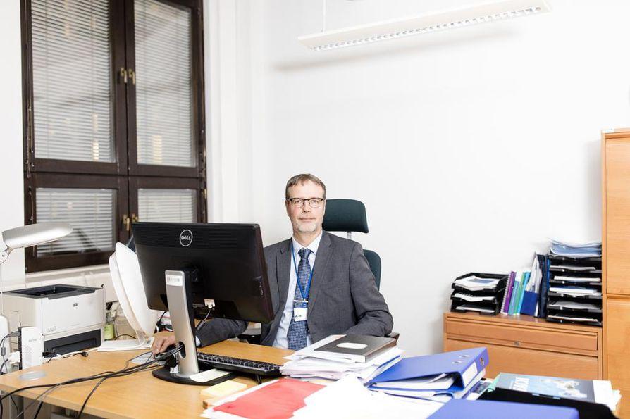 Kemikaaliviraston varapääjohtajan Jukka Malmin mukaan vaaralliseksi todetun koboltin käyttö sallitaan, koska yhteiskunta on kemikaaleista täysin riippuvainen eikä kaikkea voida kieltää.