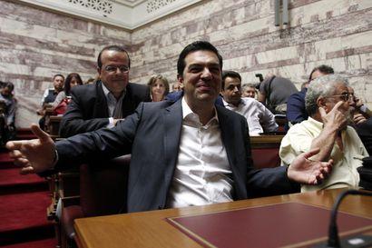 Kreikan pääministeri erotti ministereitä parlamentin äänestyksen takia