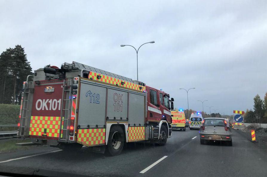 Pohjantiellä sattui liikenneonnettomuus perjantaina iltapäivällä.