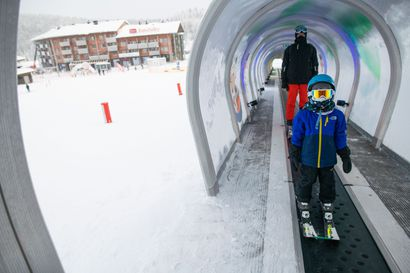 """Etelä-Suomen mustaan talveen kyllästyneet Koskimäet löysivät Rukalta lunta: """"Nyt ei tarvi jonotella"""""""