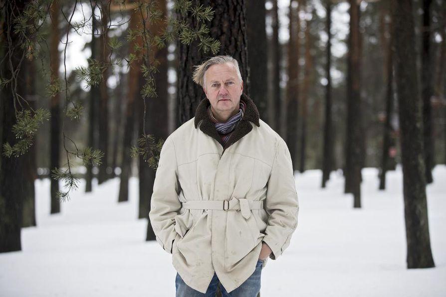Dokumentaristi Markku Heikkinen näkee yhtäläisyyksiä Kongon rajaseutujen ja Kainuun metsämaiden ihmisissä.