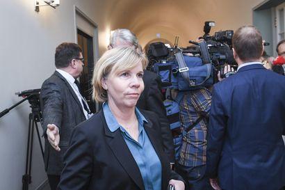 Oikeusministeri Henriksson: vankiloiden työturvallisuuteen suhtaudutaan vakavasti