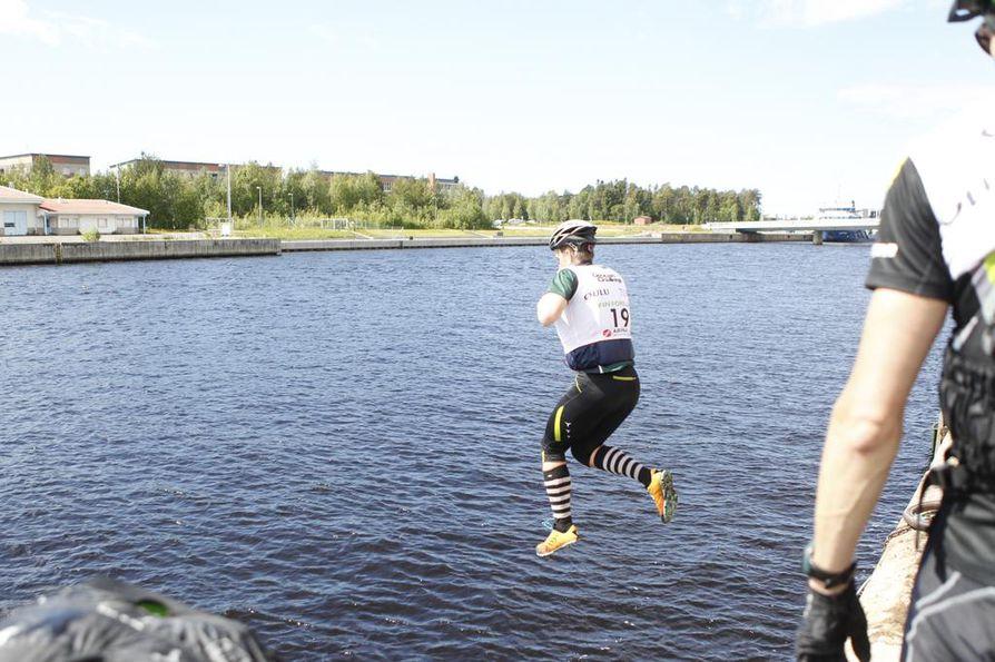Geopark Challengen kaupunkiosuudessa joutui uimaankin.