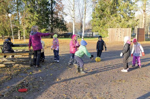 Veneheiton koulun lakkautus nähdään arvokysymyksenä eikä säästökysymyksenä e03ccd8e5f