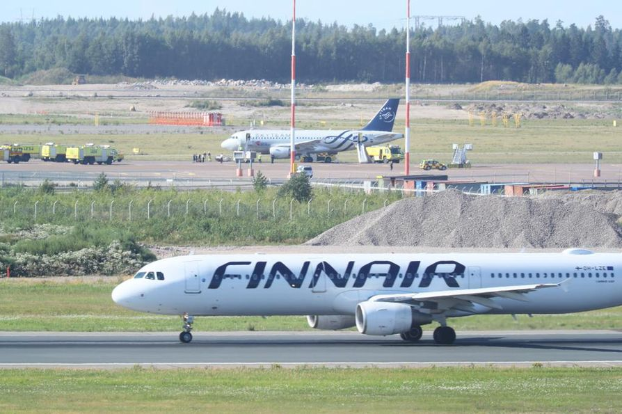 Finnair ja kuluttaja-asiamies ottavat oikeudessa yhteen siitä, tarvitseeko lentoyhtiön maksaa vakiokorvaus matkustajille tilanteessa, jossa myöhästymiseen johtanut tekninen vika johtuu suunnittelu- tai valmistusvirheestä.