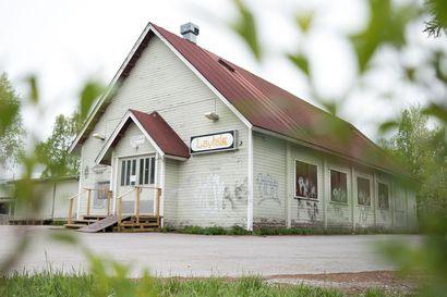 Tässä ovat Kuusamossa kuvattavan Metsurin tarinan näyttelijät ja kuvauspaikat – tuttuja nimiä molemmissa
