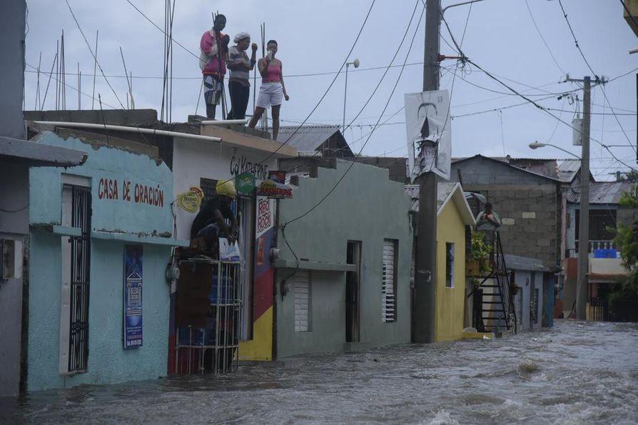 Kadut tulvivat Dominikaanisessa tasavallassa.