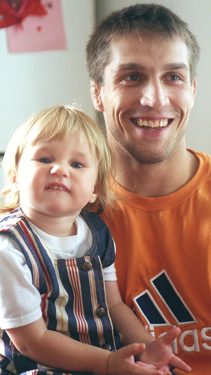 Mikael Lindgren ja Melina-tytär kuvattuna vuonna 1997.