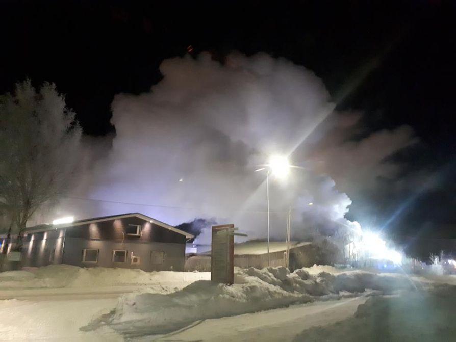 Halli tuhoutui palossa täysin.
