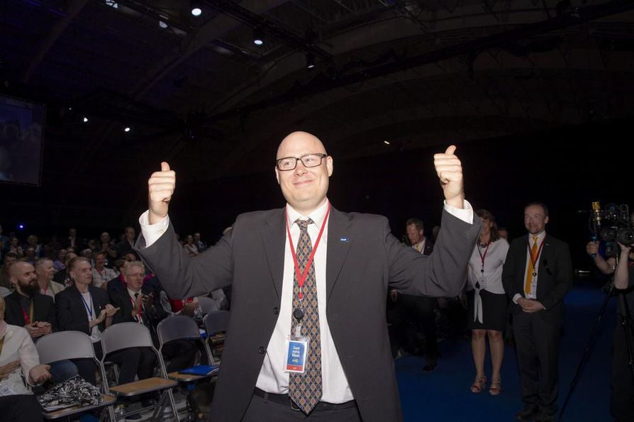 Simo Grönroos tuuletti perussuomalaisten Tampereen puoluekokouksessa voittoaan puoluesihteeriäänestyksessä viime kesäkuussa.