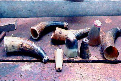 """""""Keikkatyötä"""" Pudasjärvellä vanhaan malliin – näin kupparit, hierojat, puusepät, muurarit ja tinurit kiersivät talosta taloon"""