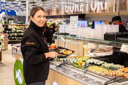 """Herkullisia ja tuoreita susheja valmistava SushiTake saapui Citymarket Rovaniemelle – """"Valmistus tapahtuu alusta loppuun asiakkaiden silmien alla"""""""