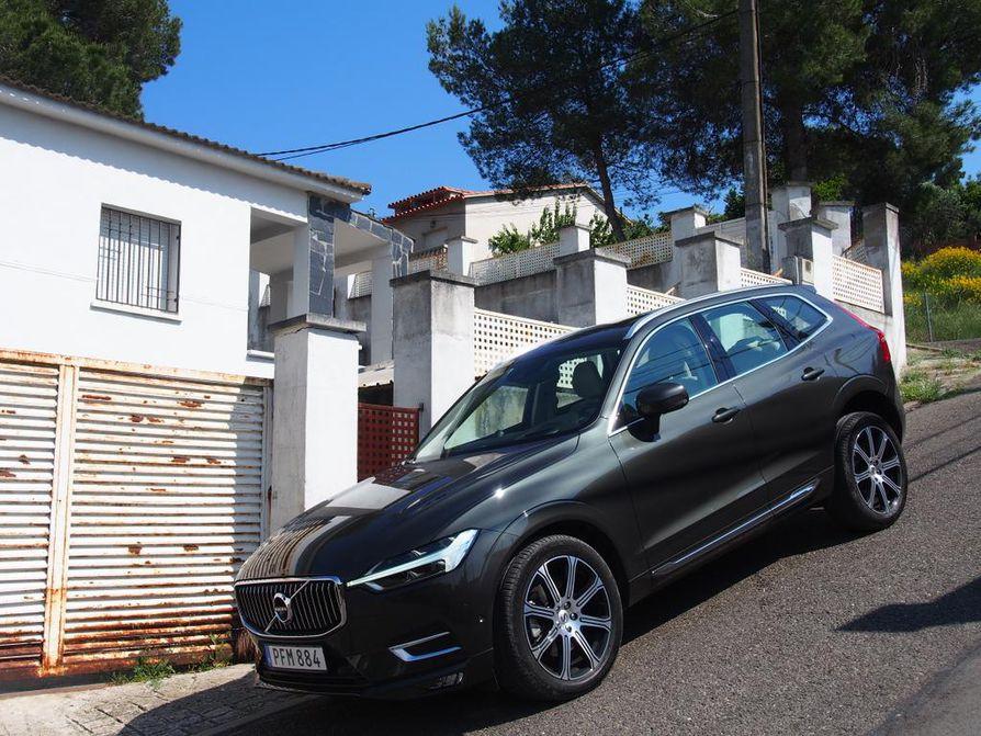 Volvo XC60:n muotoilu on sopusuhtaista. Autossa on porschemaisia piirteitä, joita pysty keula ja iso rengaskoko korostavat entisestään. Saksalaisten kanssa Volvo asiakkaista kilpaileekin.