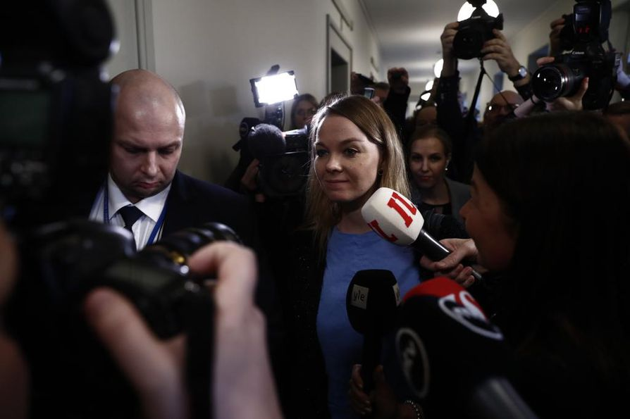 Nyt menemme ryhmäkokoukseen. Muuta ei puheenjohtaja Katri Kulmunilta (kesk.) etukäteen irronnut.