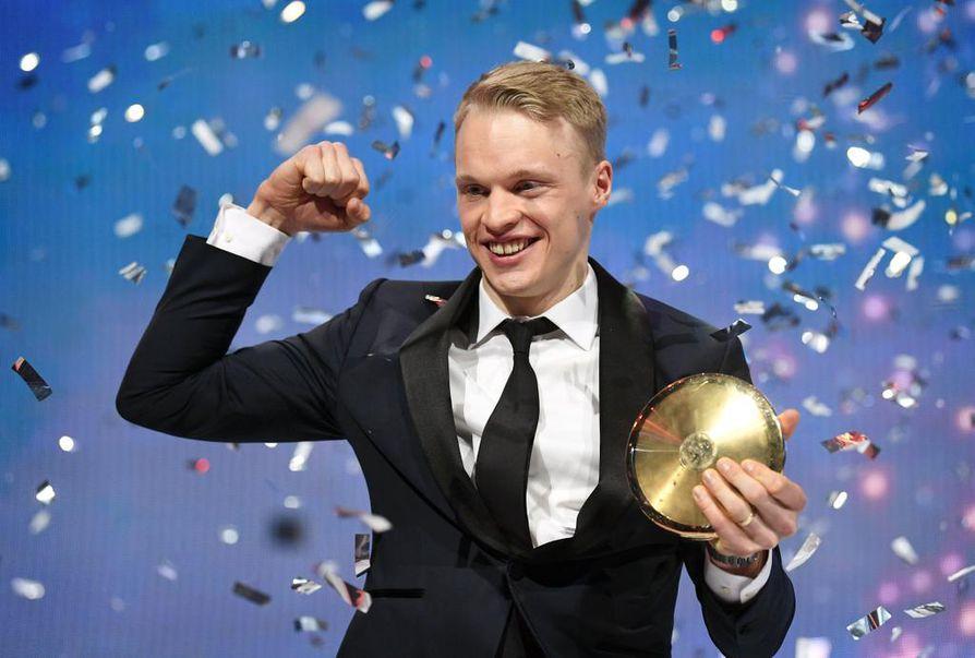 Urheilugaalan arvostetuin palkinto meni torstain Urheilugaalassa odotettuun osoitteeseen. Palkinnon pokkasi toista kertaa peräkkäin maastohiihtäjä Iivo Niskanen.