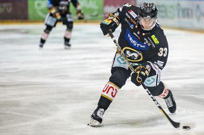 Monen suomalaisen KHL-pelaajan kausi päättyy tällä viikolla – Mikael Ruohomaan pelaaja-agentti Jukka Vienonen vääntää venäläisten kanssa kulisseissa, jotta ex-kärppä voisi jatkaa kauttaan Liigassa