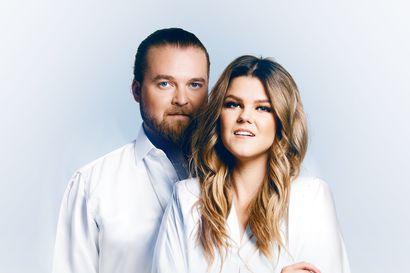 Saara Aalto ja Teemu Roivainen tekevät yhteisen joulukiertueen – Oulussa kaksi kirkkokonserttia