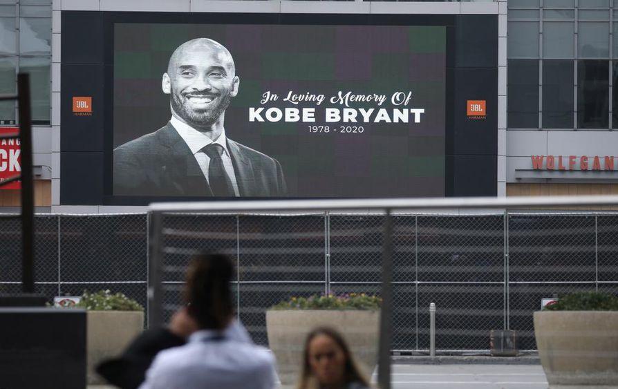 Miljoonat ihmiset ympäri maailman ovat surreet koripallolegenda Kobe Bryantin kuolemaa.