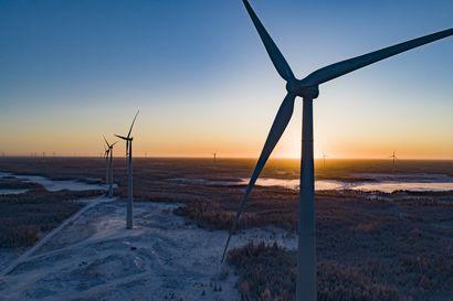 Paljon puhetta ja näkökulmia Lautuannevan tuulivoimapuistoa vastustavien asukkaiden järjestämässä tuulivoimaillassa – kunnanjohtaja Pekka Rajalan mukaan maanantaina valtuustoseminaarissa esillä kolme vaihtoehtoa