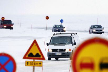 Hailuodon sataman mottitilanne helpottaa ja autojonot liikkuvat taas – jäätie edelleen suljettu