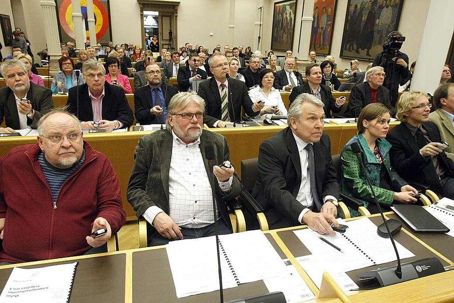 Oulun kaupunginvaltuusto päätyi kannattamaan monikuntaliitosta äänin 63-2.