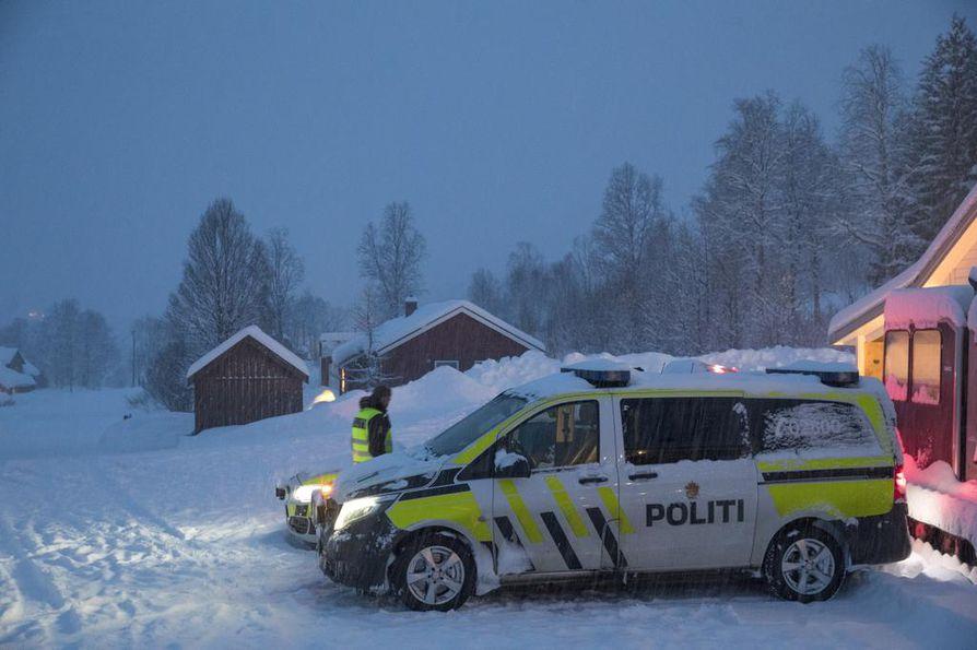 Huono sää on vaikeuttanut etsintöjä koko viikon ajan Pohjois-Norjan Tamokdalenissa, jossa neljän hengen hiihtoseurue jäi lumivyöryn alle.