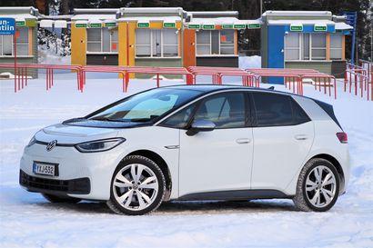 Auto- ja liikennetoimittaja Kari Pitkänen koeajoi viime vuoden odotetuimman sähköauton – Talvi nostaa kuluja, mutta ajaessa paljastui sähköautoilun kaikkein paras juttu