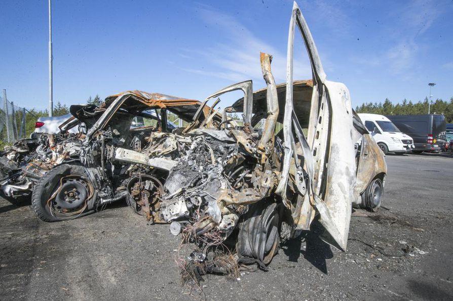 Rajuissa kuolonkolareissa auto voi romuttua tunnistamattomaksi.