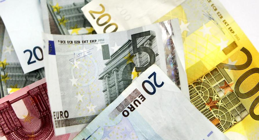 STTK:n laskujen mukaan suomalaiselta palkansaajalta vie 47 työpäivää ansaita sama summa, kuin mitä ison pörssiyhtiön toimitusjohtaja ansaitsee yhdessä päivässä.