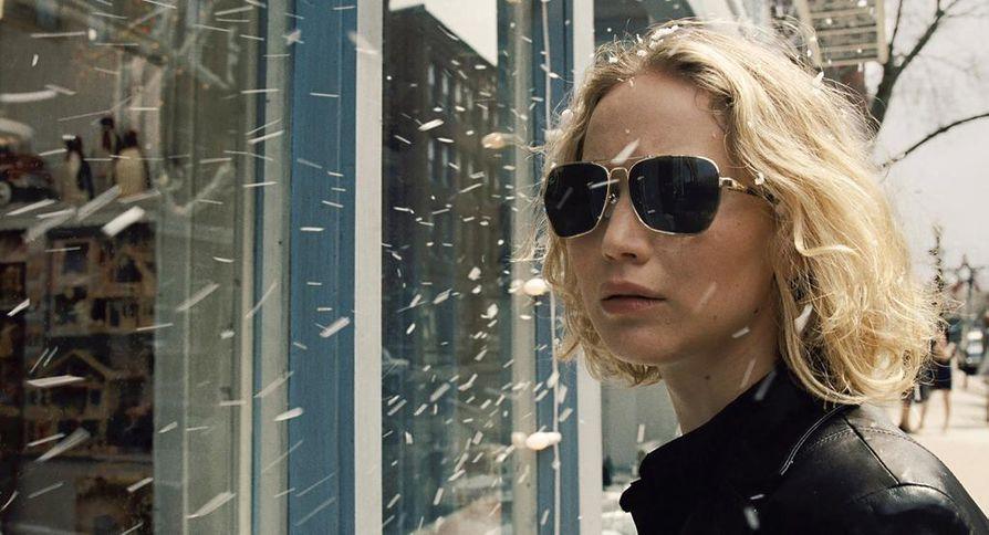 Joy on tarina tytöstä (Jennifer Lawrence), joka perustaa yritysdynastian.